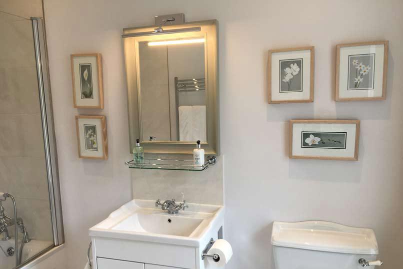 Annan Bathroom